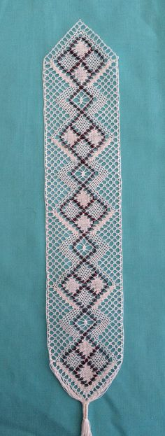 Craft House Magic: Bobbin Lace bookmark with a purple gimp