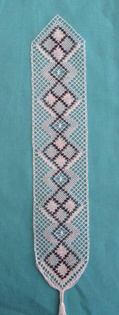 Craft House Magic: Bobbin Lace bookmark with a purple gimp