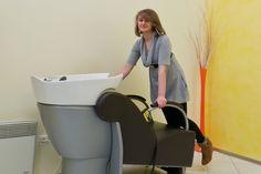 Rabiye beim Waschplatz Drawing Rooms