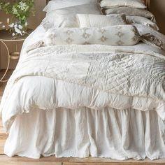 Bella Notte Linen's Linen Bed Skirt, Beautiful Romantic Bed Skirt #RomanticBedLinen #BeautifulBedLinen