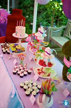 Alice in Wonderland/Tea party - too cute