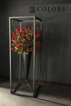 お祝いのフラワーアレンジの画像 | 國安太郎 オートクチュールフラワーアーティスト Flower Box Gift, Flower Boxes, Arte Floral, Floral Wall, Hotel Flower Arrangements, Hotel Flowers, Photos Booth, Corporate Flowers, Flower Installation