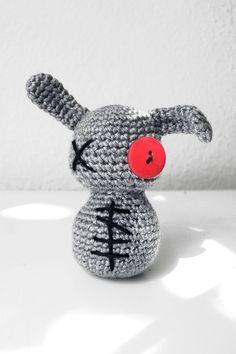 Zombie Bunny Crochet for 2014 Halloween ! Funny and cute ! I love it ! #bunny #Halloween #crochet