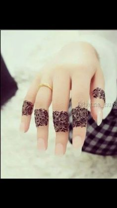 Mehndi design makes hand beautiful and fabulous. Here, you will see awesome and Simple Mehndi Designs For Hands. Henna Hand Designs, Mehandi Designs, Mehndi Designs Finger, Mehndi Designs 2018, Mehndi Designs For Girls, Unique Mehndi Designs, Mehndi Designs For Fingers, Beautiful Mehndi Design, Fingers Design