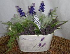 Letní dekorace plechový levandulový truhlík s aranžmá zeleně, levandule a vřesu - Umělé květiny, vánoční ozdoby, dekorace, svíčky