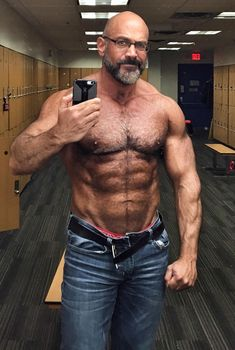 Handsome man and looks good =) Male Chest, Hairy Chest, Bodybuilder, Bald Men Style, Bald With Beard, Muscle Bear, Daddy Bear, Bear Men, Mature Men