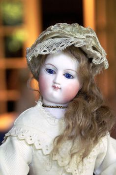 """12"""" Wood Body Bru Fashion with delightful early face"""