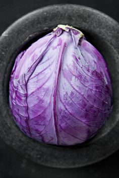 Red cabbage. Red cabbage tastes just like green cabbage, so your choice between them depends largely on which color you prefer. One problem with red cabbage, though, is that the color tends to bleed and discolor surrounding foods.   Select heavy heads of cabbage that have shiny leaves.