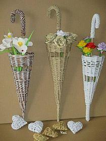 Arts And Crafts Beer Parlor Newspaper Basket, Newspaper Crafts, Hobbies And Crafts, Diy And Crafts, Arts And Crafts, Willow Weaving, Basket Weaving, Weaving Projects, Diy Craft Projects