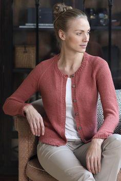 Ravelry: Naisen neuletakki pattern by Novita Cardigan Design, Knit Cardigan Pattern, Knitted Poncho, Lace Socks, Knitwear Fashion, Cropped Cardigan, Cardigans For Women, Diy Clothes, Knit Crochet