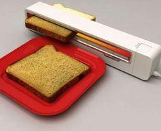 Uma torradeira para ter no trabalho! Roller Toaster by Jaren Goh, concept design and Winner of the 2006 Red Dot Award Geek Gadgets, Gadgets And Gizmos, Electronics Gadgets, Cool Kitchen Gadgets, Cool Gadgets, Cool Kitchens, Amazing Gadgets, Cool Toasters, Food Storage