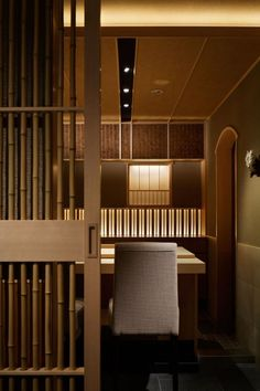 Discover ideas and find inspiration with these awesome interior design projects! Japanese Restaurant Interior, Modern Japanese Interior, Chinese Interior, Japanese Modern, Restaurant Interior Design, Japanese Door, Atrium Design, Japan Design, Japanese Architecture