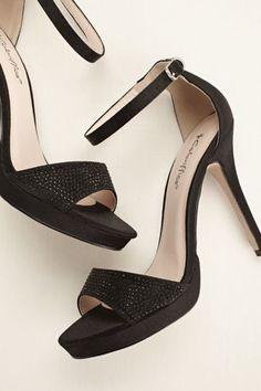This vibrant high-voltage heel makes any wardrobe pop! Style Kayla at David's Bridal.