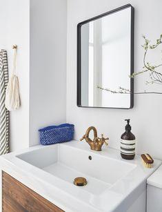 Sådan forvandlede stylisten sit 3 kvm lille badeværelse til en skøn spa-oase Home Accessories, Bathing, Minimalism, Toilet, Sweet Home, Spa, Mirror, Interior, House