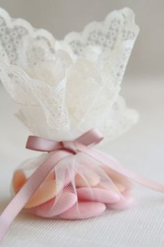 tulle dragée dentelle vintage http://atmospheremariages.fr/1099-3924-thickbox/tulle-dragees-bordure-dentelle.jpg