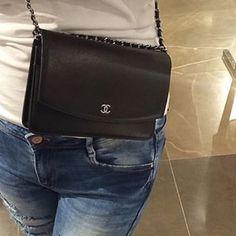 Tiens! Je connaissais pas ça! C'est joli!!  #Chanel #lambskin #bag
