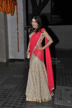 Sophie Choudry at Soha Ali Khan & Kunal Kemmu's Wedding Reception, Jan 25, 2015, in #Lehenga by Anushka Khanna https://www.facebook.com/pages/Anushka-Khanna/533175146753326
