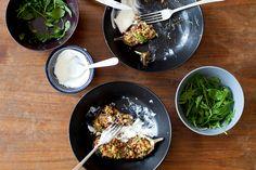 http://www.paulette-magazine.com/fr/article/recette-aubergines-farcies-aux-noix-et-aux-figues/5875