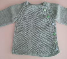 JUBILOCIOS: CHAQUETA BEBÉ PUNTO ARROZ Knitting For Kids, Baby Knitting, Crochet Baby, Knit Crochet, Sweater Knitting Patterns, Knit Patterns, Bebe Baby, Baby Boy, Knit Baby Sweaters