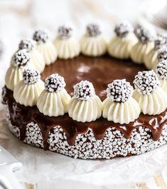 Chokladbollstårta – Recept Gourmet Recipes, Baking Recipes, Cake Recipes, Dessert Recipes, Amazing Food Photography, Cupcakes, Fancy Cakes, Food Cravings, Food Gifts