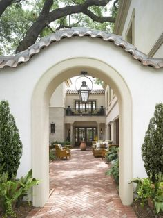 """Mediterranean Entrance. Valentina Design's suggestion: """"Atriums open to the sky characterize any Mediterranean entrance. Adding a door or an iron gate you can create a private and pleasant courtyard""""."""