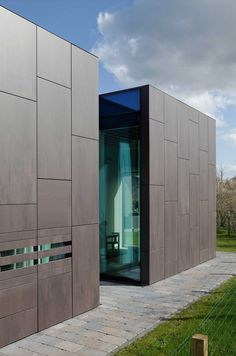 An interior design project always needs a little bit of architecture inspiration. Factory Architecture, Facade Architecture, Beautiful Architecture, House Cladding, Exterior Cladding, Facade Design, Exterior Design, Cement House, Architecture Durable