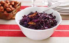 Haudutettu punakaali tuo ihanaa väriä joulupöytään. Acai Bowl, Cabbage, Beef, Vegetables, Breakfast, Food, Acai Berry Bowl, Meat, Breakfast Cafe