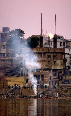 Located by the banks of the sacred River Ganga, Varanasi is one of the most chaotic, colourful yet spiritually uplifting places in the world. The Manikarnika Ghat also known as Mahasmasana or the great cremation ground for the Hindus will bring you face-to-face with the enormity of death.