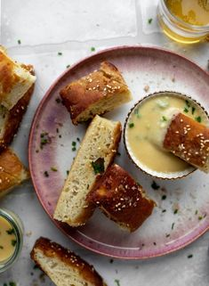 Pretzel Focaccia Bread with Dijon Beer Cheese – Pretzel Focaccia This sesame pretzel focaccia bread is amazing! Almost like a soft pretzel with crispy edges. Serve with a delicious dijon beer cheese. Pretzel Cheese, Pretzel Bread, Baking Soda Water, Sandwiches, Brunch, How To Make Sandwich, Beer Cheese, Yummy Food, Tasty