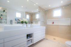 Banheiro amplo e charmoso
