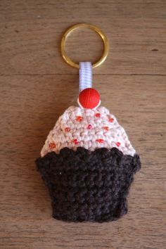 This pattern is a little trinket for your keys or as a bag charm. All you need is a small amount of pink and brown DK yarn, some small seed beads and a larger red bead for the cherry on top. Free Cupcake Keyring Pattern