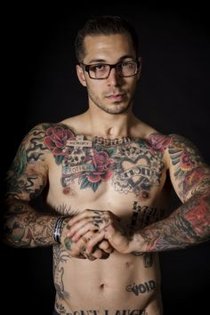 alex minsky | Tattoos and glasses. OMG double yum