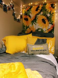 Having a unique dorm room is exciting and excellent.As we know, the dorm room is limited. Besides that, we also have to share with one room friends. Dream Rooms, Dream Bedroom, Sunflower Room, Sunflower Design, Sunflower Flower, Sunflower Print, Yellow Sunflower, Cute Bedroom Ideas, Cute Bedroom Decor