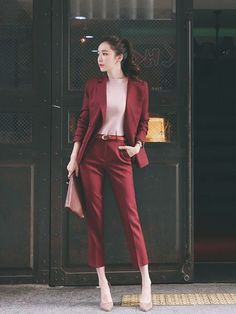99 Kreative Herbst Business Outfit Ideen z. Frauen - business professional outfits for interview Trajes Business Casual, Business Casual Outfits For Women, Office Outfits Women, Casual Work Outfits, Professional Outfits, Mode Outfits, Work Casual, Office Look Women, Office Fashion Women
