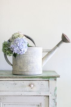 Dreamy Whites ~ antique French watering can with just a touch of blue ~ hydrangea Cottage In The Woods, Cottage Chic, Cottage Style, Lake Cottage, Cottage Living, French Farmhouse, Farmhouse Decor, French Country, Hortensia Hydrangea