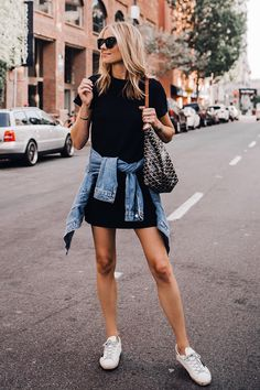 Casual street outfits – Street Style Rocks Casual street outfits Short Sleeve Black dress and denim jacket – great outfit. Black Women Fashion, Teen Fashion, Womens Fashion, Fashion Hats, 70s Fashion, Modest Fashion, Fashion Rings, Fashion Online, Black Dress Outfits