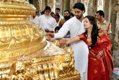 Aishwarya Rai and her husband Abhisek Bachchan on their wedding day.