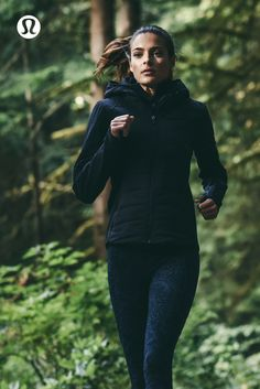 Women's run, training, and yoga gear to keep you covered and comfortable no matter how you like to sweat. Shop for workout clothes or travel clothes for women. Flannel Outfits, Sport Outfits, Athletic Outfits, Athletic Wear, Coaching, Sup Yoga, Travel Clothes Women, Workout Wear, Workout Outfits