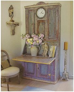 ...and again the beautiful blue (here it looks nearly purple/lilac) secretaire...