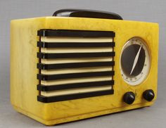 Norman Bel Geddes - Butterscotch Emerson Aristocrat #400 Catalin Bakelite Radio (c1940)