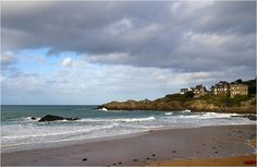 Bon moment à la plage de Saint-Lunaire, hier, baignade et chateaux de sable!
