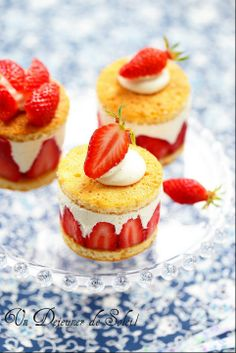 Ingredients 1 ounce) package white cake mix 1 ounce) can prepared vanilla frosting 6 drops green food coloring, or as needed French Desserts, Mini Desserts, Just Desserts, Delicious Desserts, Dessert Recipes, Yummy Food, Bon Dessert, Eat Dessert First, Strawberry Crunch Cake