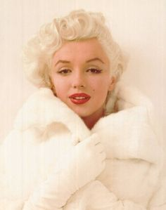 Marilyn in white fur