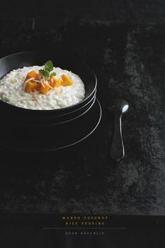 Coconut Rice Pudding – I make this with low fat coconut milk combined with almond milk, arborio rice, coconut sugar. I don't use mango but banana would work well :] Köstliche Desserts, Delicious Desserts, Dessert Recipes, Yummy Food, Coconut Rice, Toasted Coconut, Coconut Sugar, Almond Milk, Rice Recipes For Dinner