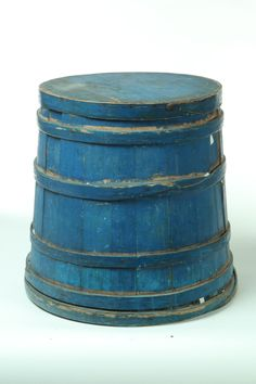 Pop of color.want this to be the color of my flowerpots outside in the summer! Blue Velvet, Blue Suede, Love Blue, Blue And White, Bucket Brigade, Paint Buckets, Blue Bayou, Paint Storage, Old Boxes