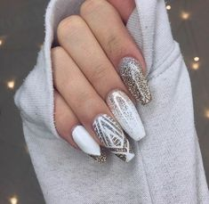 ▷ impeccable ideas for a white manicure deco ongle, manucure blanche, ongles longs, inspiration d'hiver - Nail Designs Holiday Nail Art, Christmas Nail Designs, Christmas Nails, White Manicure, Nail Manicure, Manicure Bianca, White Nail, Manicure Ideas, Trendy Nail Art