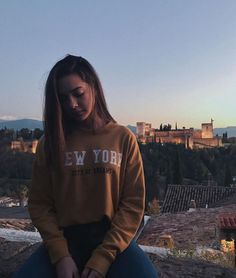 NY New York Sweatshirt Retro Vintage New York Hoodie Gifts Insta Pictures, Girl Pictures, Girl Photos, Poses For Photos, Photo Poses, Aesthetic Photo, Aesthetic Girl, New York Sweatshirt, Foto Casual