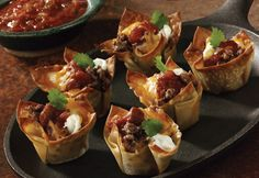 These little taco-flavored treats in wonton crusts from Campbell's Kitchen make mouthwatering, family-favorite appetizers. But these Must-Have Mini Tacos make great easy taco recipes for an entire dinner as well. Get festive for dinner tonight! Mini Tacos, Mini Taco Bites, Party Food Menu, Tapas, Wonton Tacos, Wonton Skins, Cocina Light, Super Bowl Party, Think Food