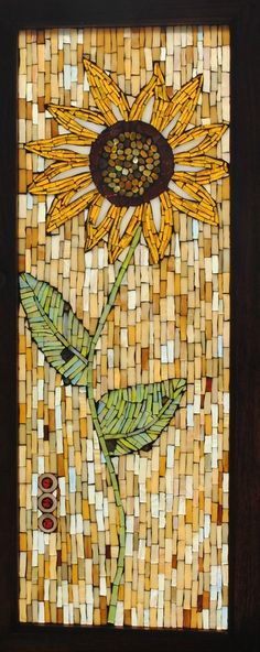 Mosaic stained glass sunflower from an old clock door Mosaic Diy, Mosaic Crafts, Mosaic Projects, Mosaic Glass, Mosaic Tiles, Stained Glass Patterns, Mosaic Patterns, Stained Glass Art, Diy Cork