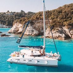 We still can't believe a year has already gone by since our very first sailing experience with Medsailors. Last summer we headed out on a catamaran for our honeymoon to discover Croatia for the very… Spain Travel, Greece Travel, Greece Trip, Catamaran Design, Sailing Trips, Sailing Charters, Sailing Dinghy, Sailing Cruises, Sailing Greece